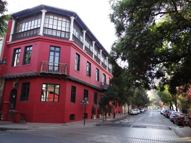 Walking down the deserted streets of Santiago on a Saturday has a very eerie feel to it.