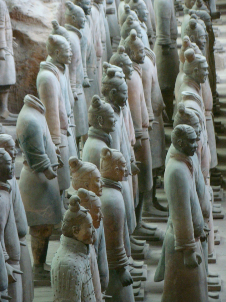 A rank of soldiers. One of the soldiers on the left is missing his head, a result of the statues being made in pieces and then assembled.