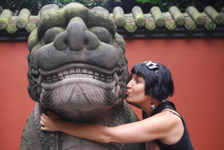 Kissing a sacred Lion!!