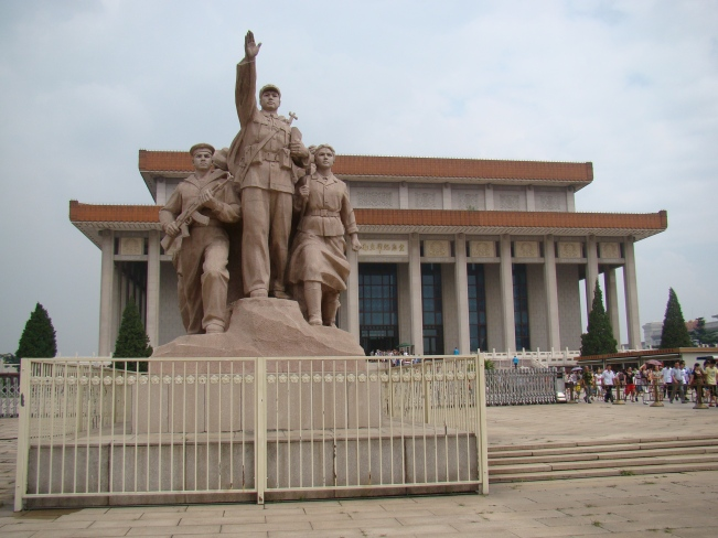 The bronze Monument to the People's Heroes