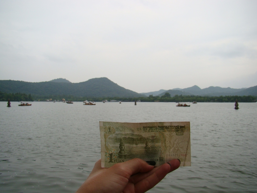 The scene is depicted on the 1 yen note