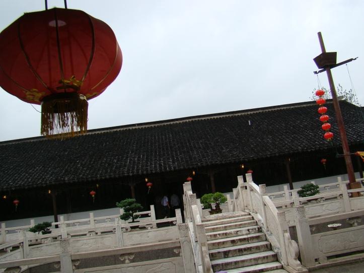 The garden contains numerous pavilions and bridges