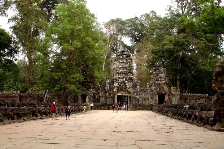 causeway to Angkor Thom