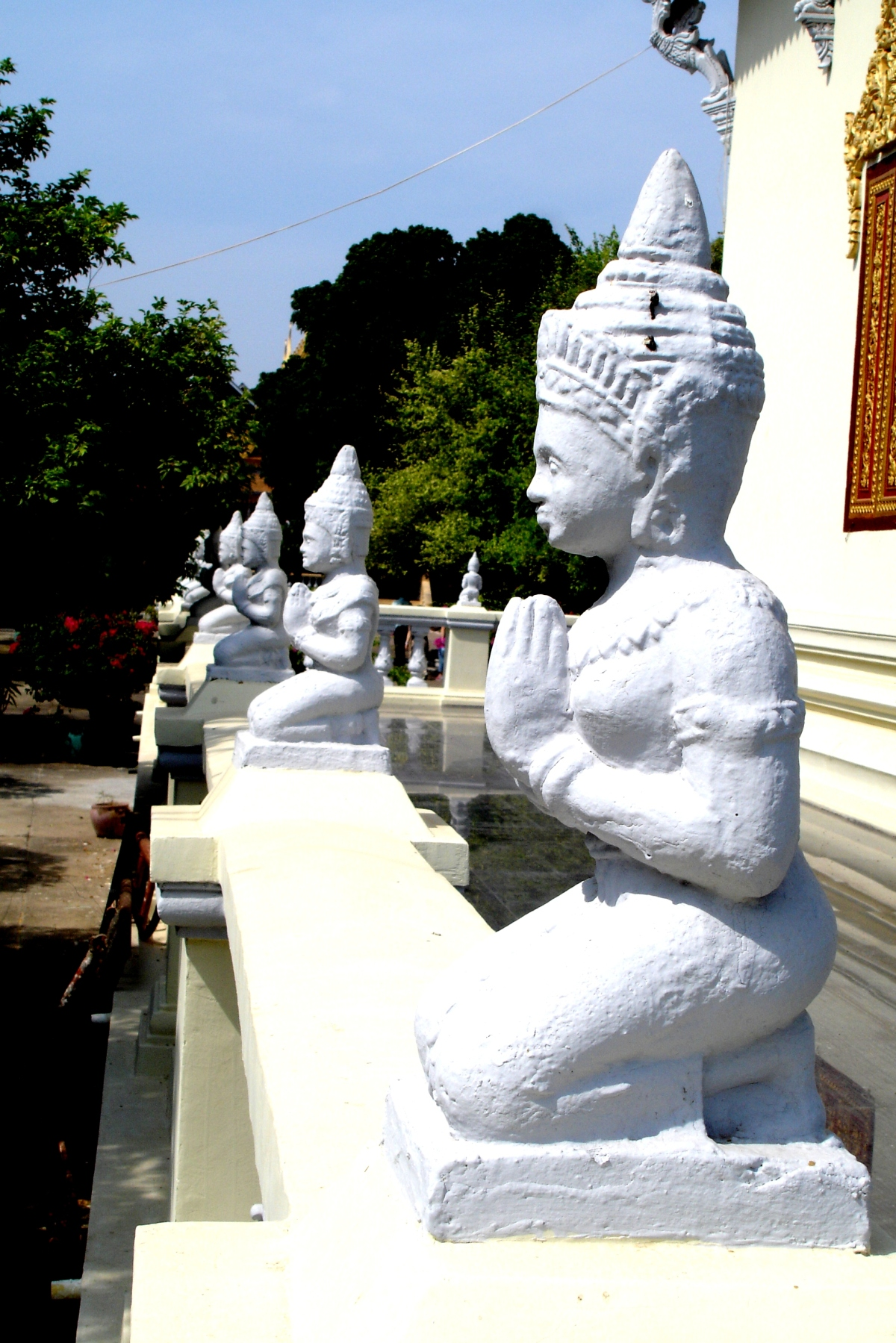 Phnom Pehn, Cambodia's  city of Genocide, Temples andPalaces.