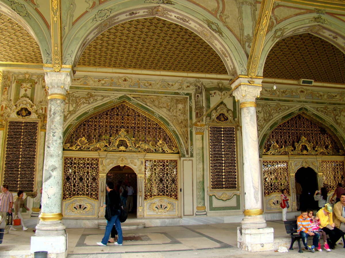 Marble, Golden balls and Towers of Justice at Topkapi Palace