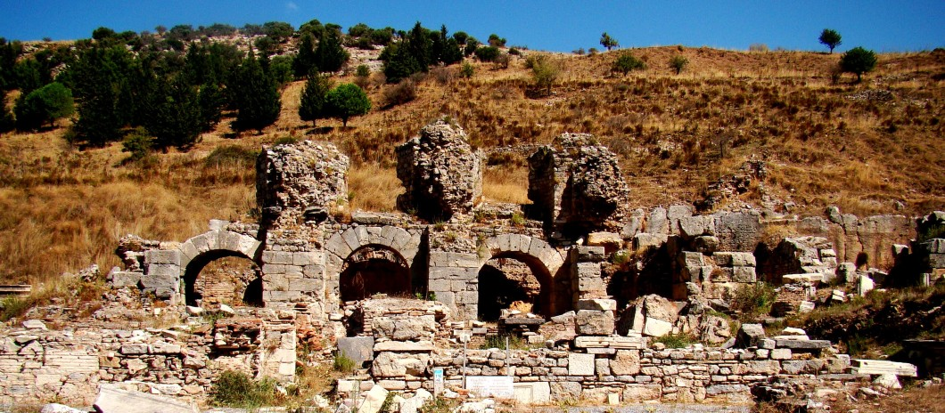The ruins to the east of the Basilica belong to the bath of Varius, dating to the Roman period.