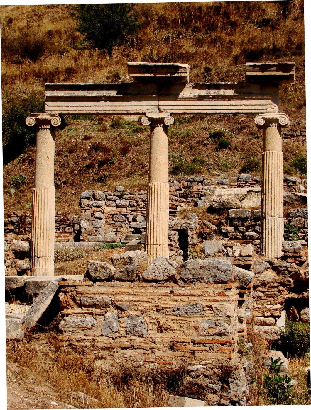 The Temples of Dea Roma and  Divus Julius Caesar
