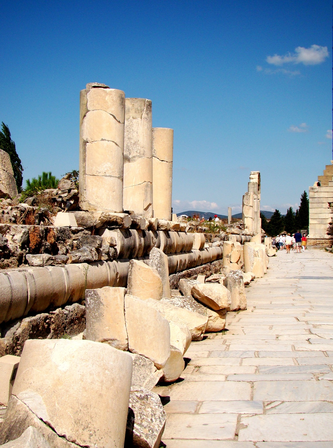 It is one of the three main streets of Ephesus between The Hercules Gate till to the Celsus Library.