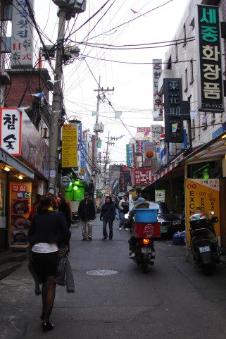 Exploring the buildings of Jeonju, South Korea